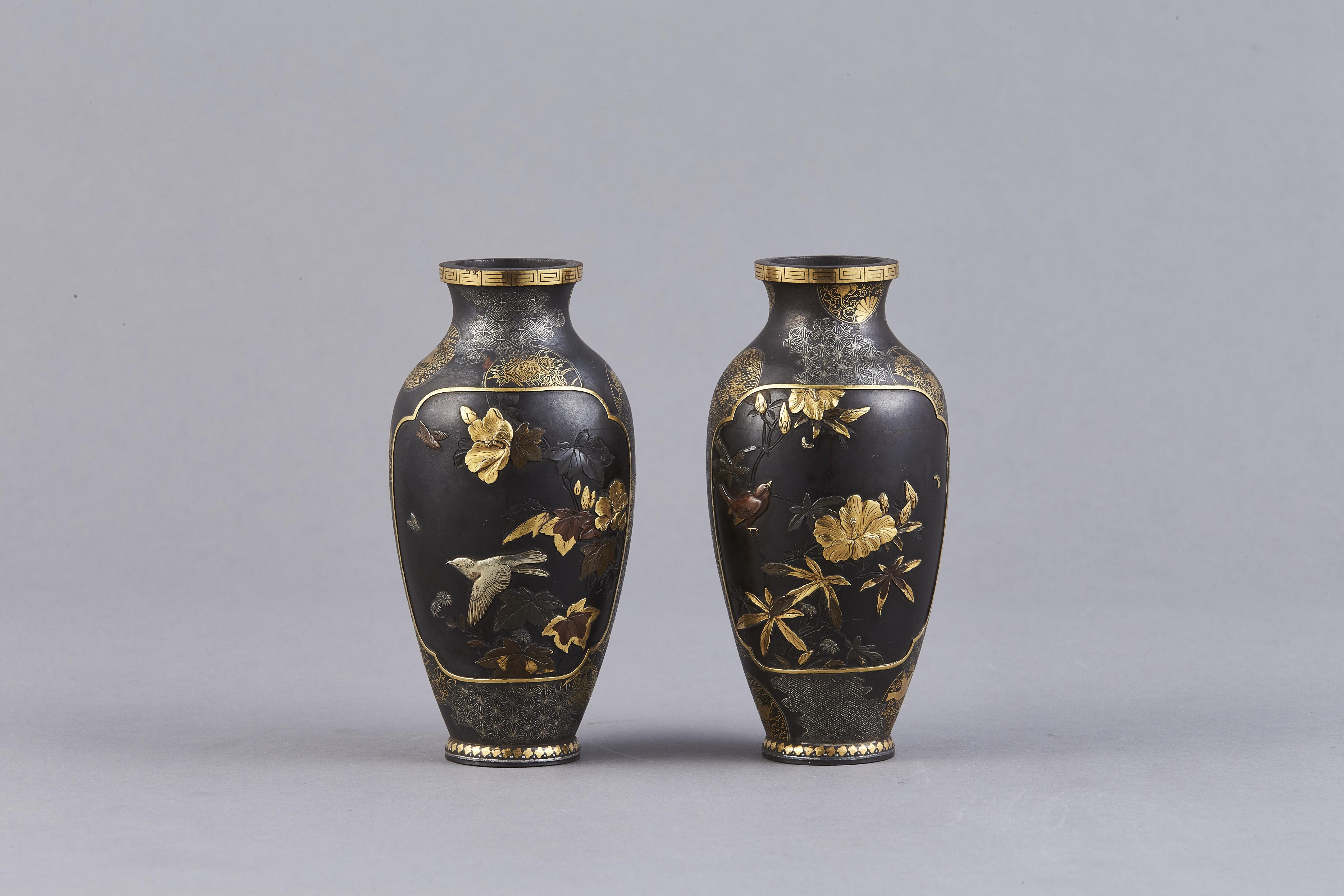 171217鉄錯金銀 花鳥紋 瓶 一対