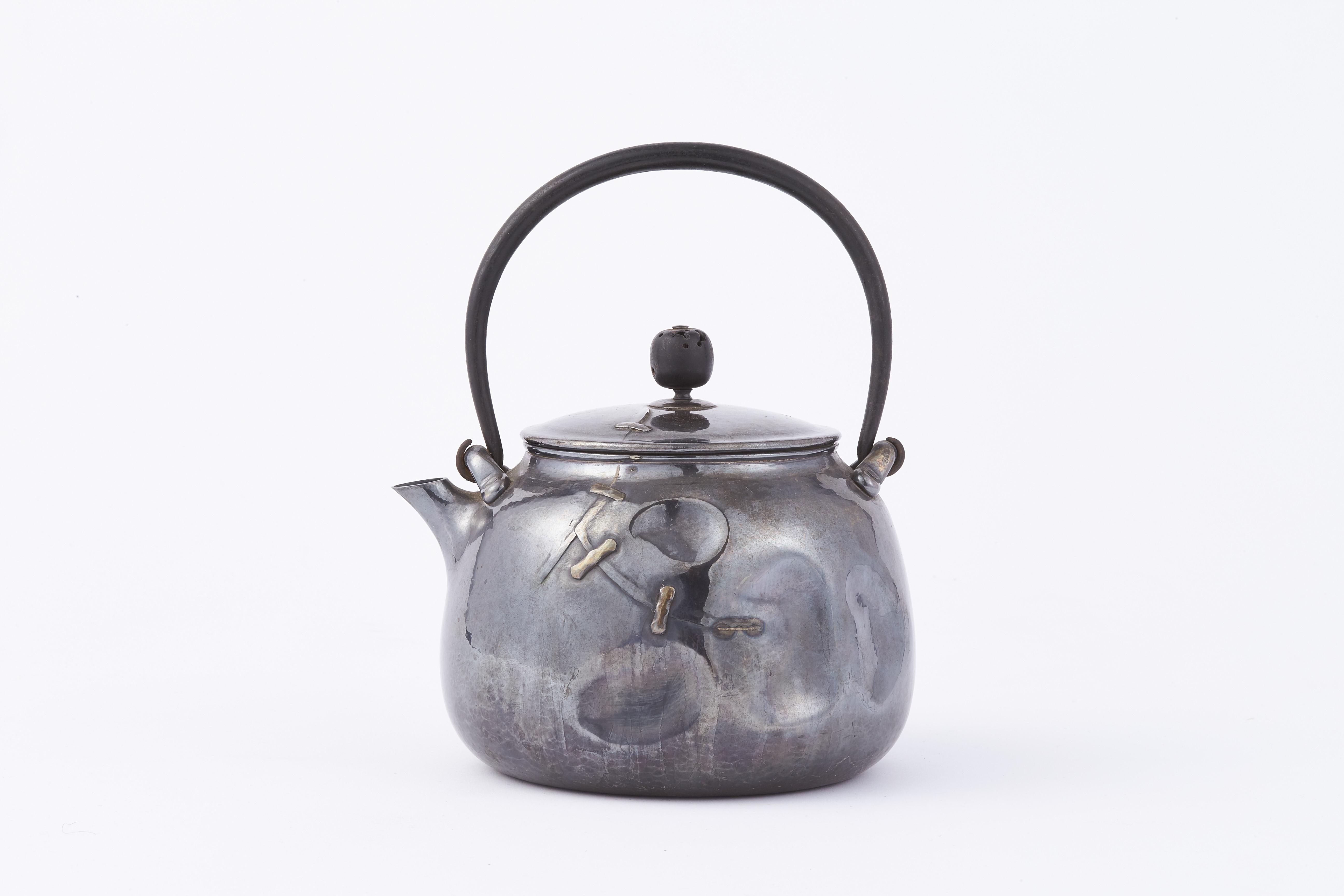 171586「北村静香」造 純銀 一塊打出 岩敷入鉄手 湯沸  500g