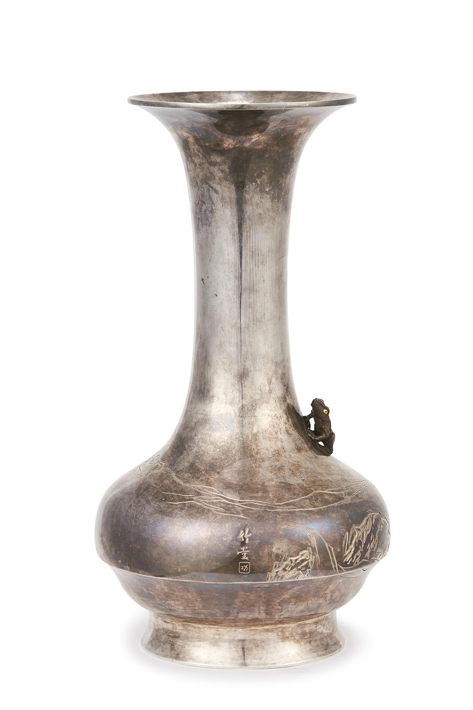 170825「蔵六」造 純銀刻 水石蛙紋 瓶  1645g