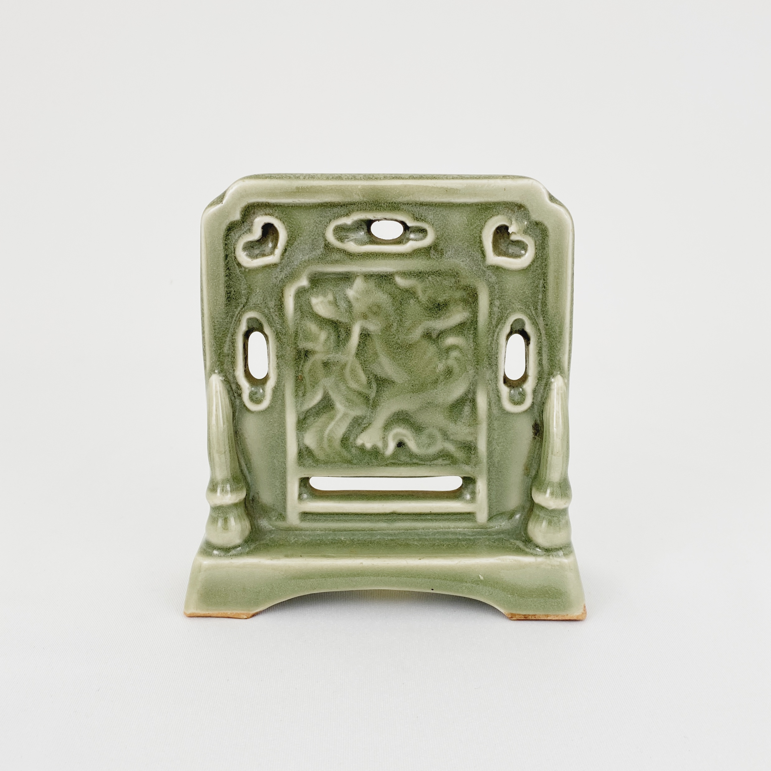 10113明 龍泉窯 動物紋 硯屏