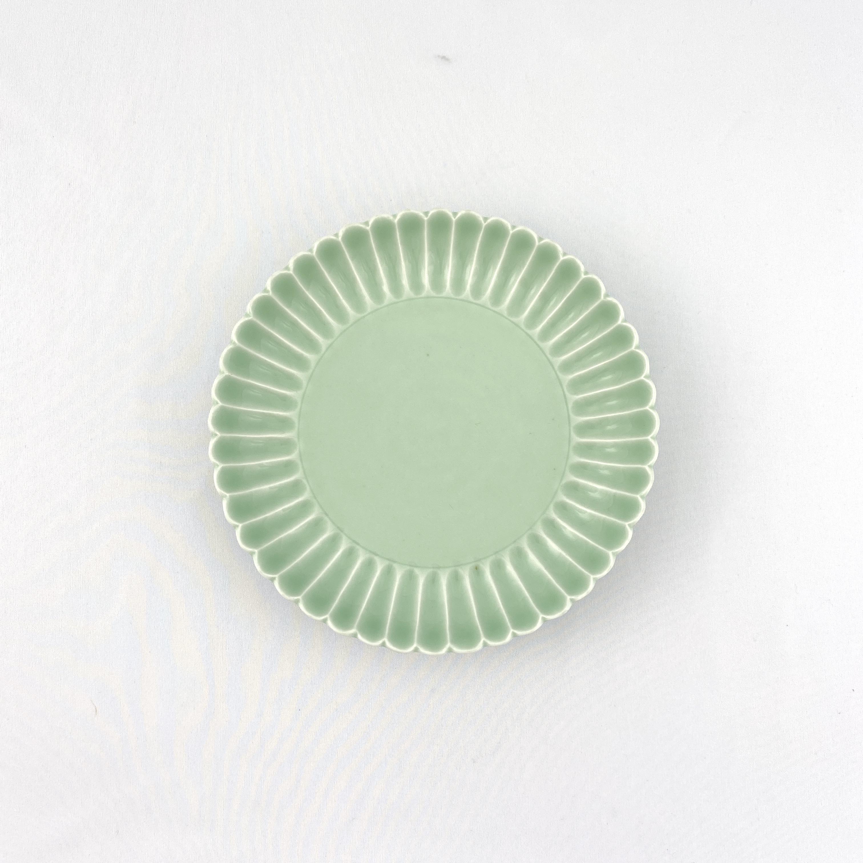 10134「大清道光年製」款 粉青釉 瓣蓮紋 盤