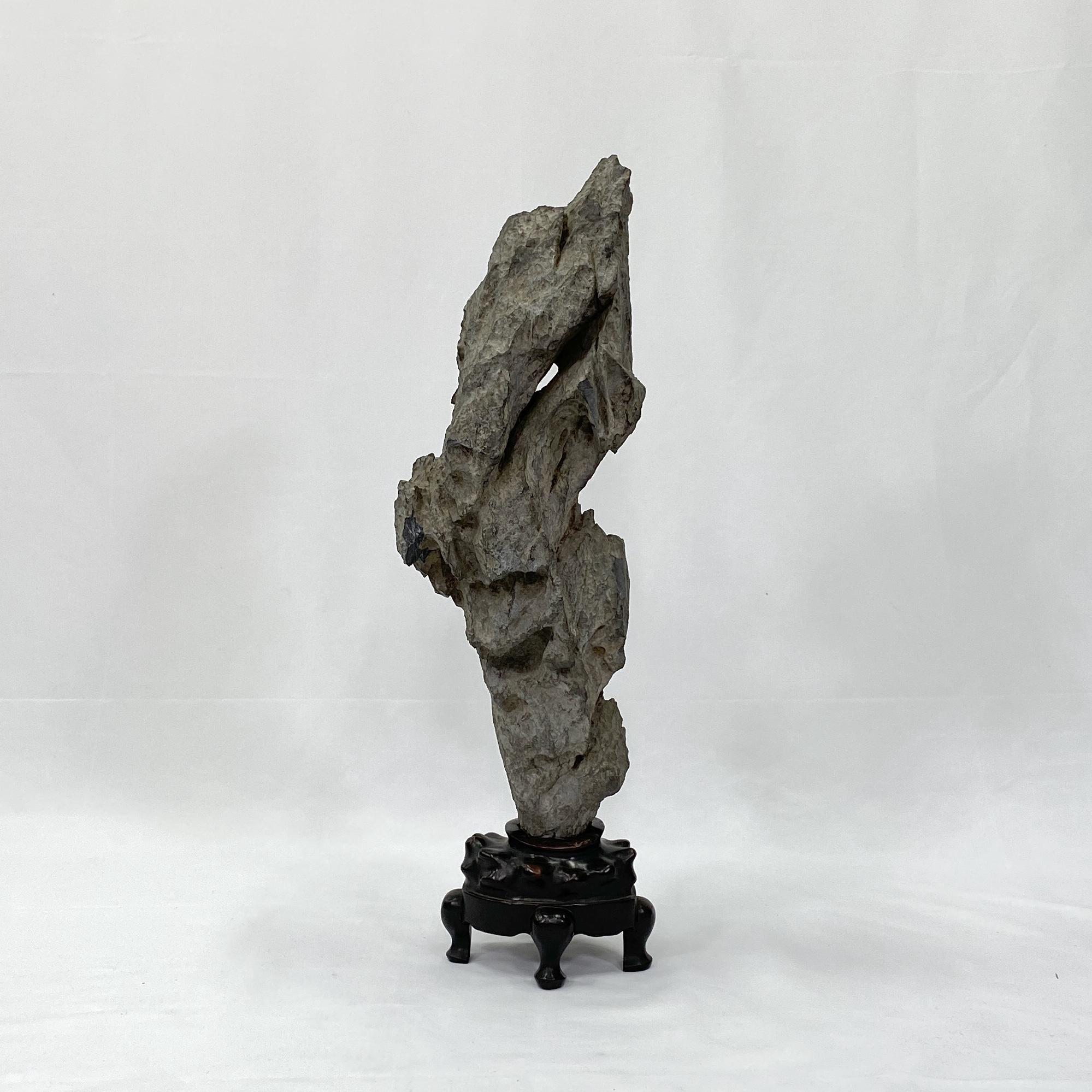 10166太湖石H:63.5含台