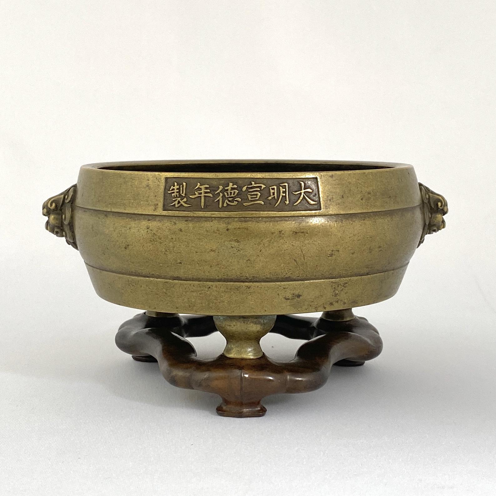 10018清早期「大明宣徳年製」款 三足獅子耳爐