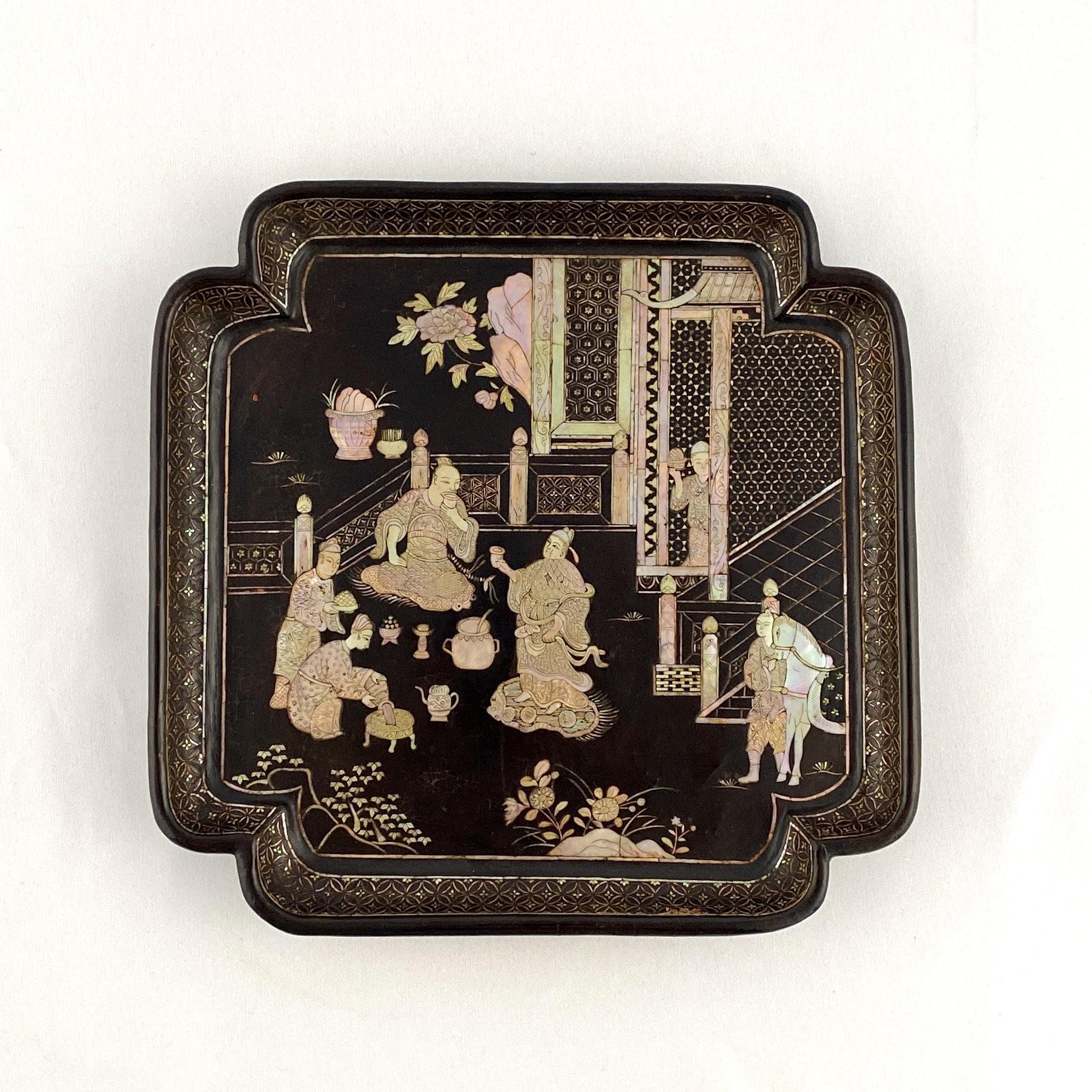 10211明早期 黒漆嵌螺鈿 楼閣人物紋 盤