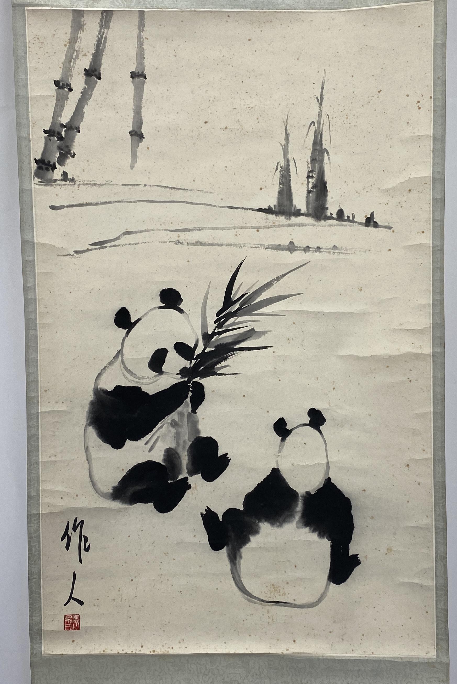 10333「呉作人」款 猫熊図 軸77×47.5cm