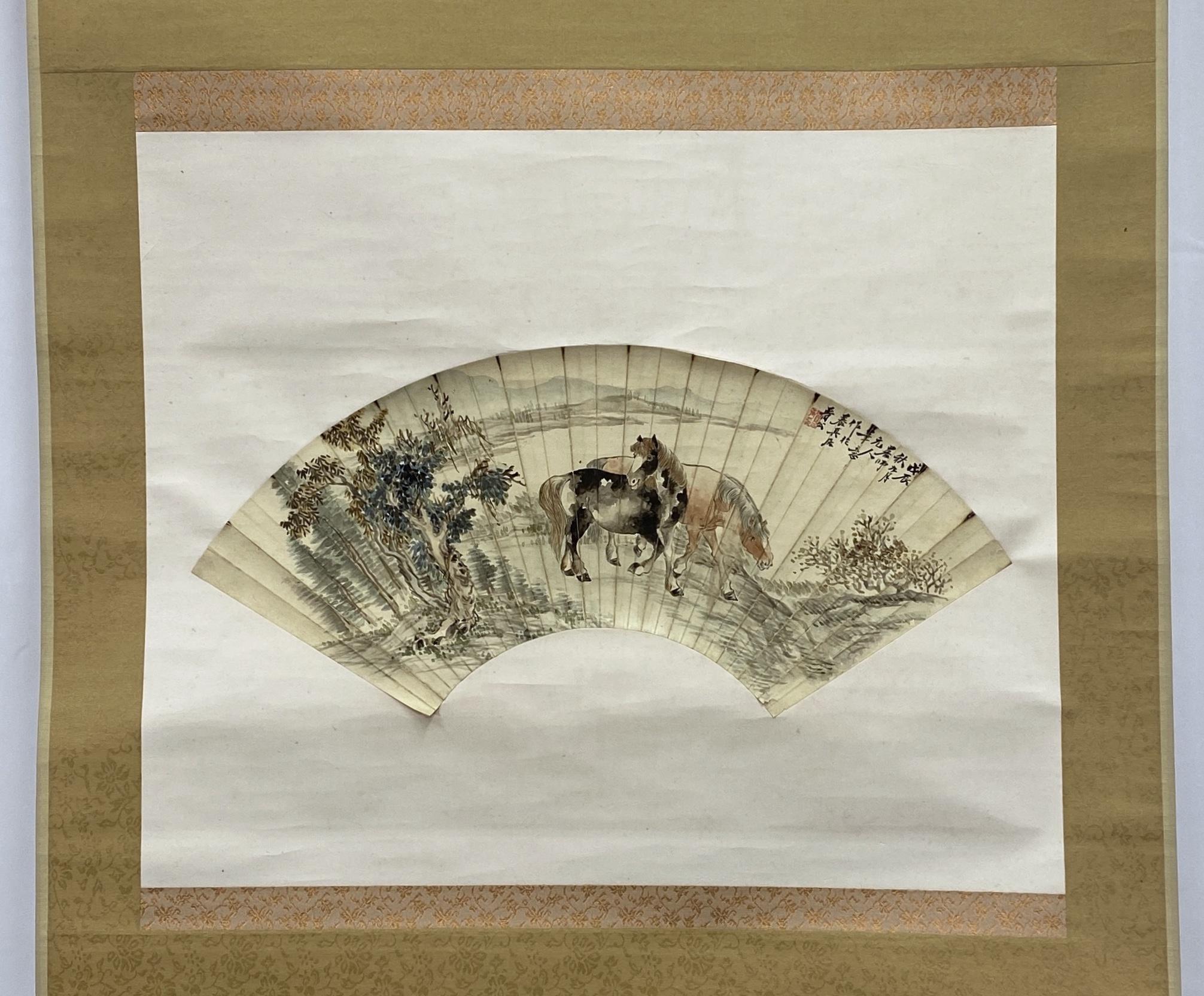 10337「養真居」画 馬図 扇面 軸