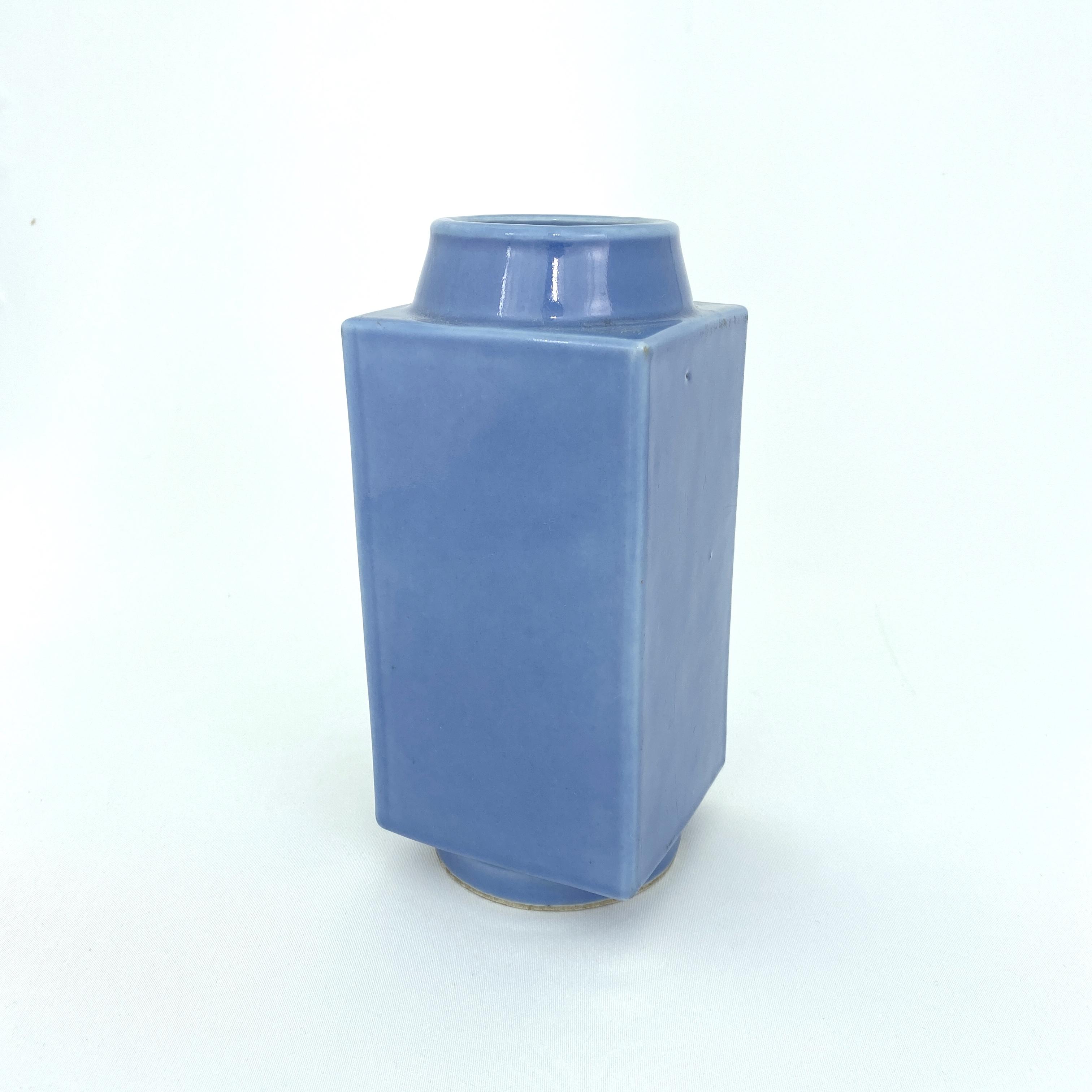 10004清「大清雍正年製」款 天藍釉 方瓶