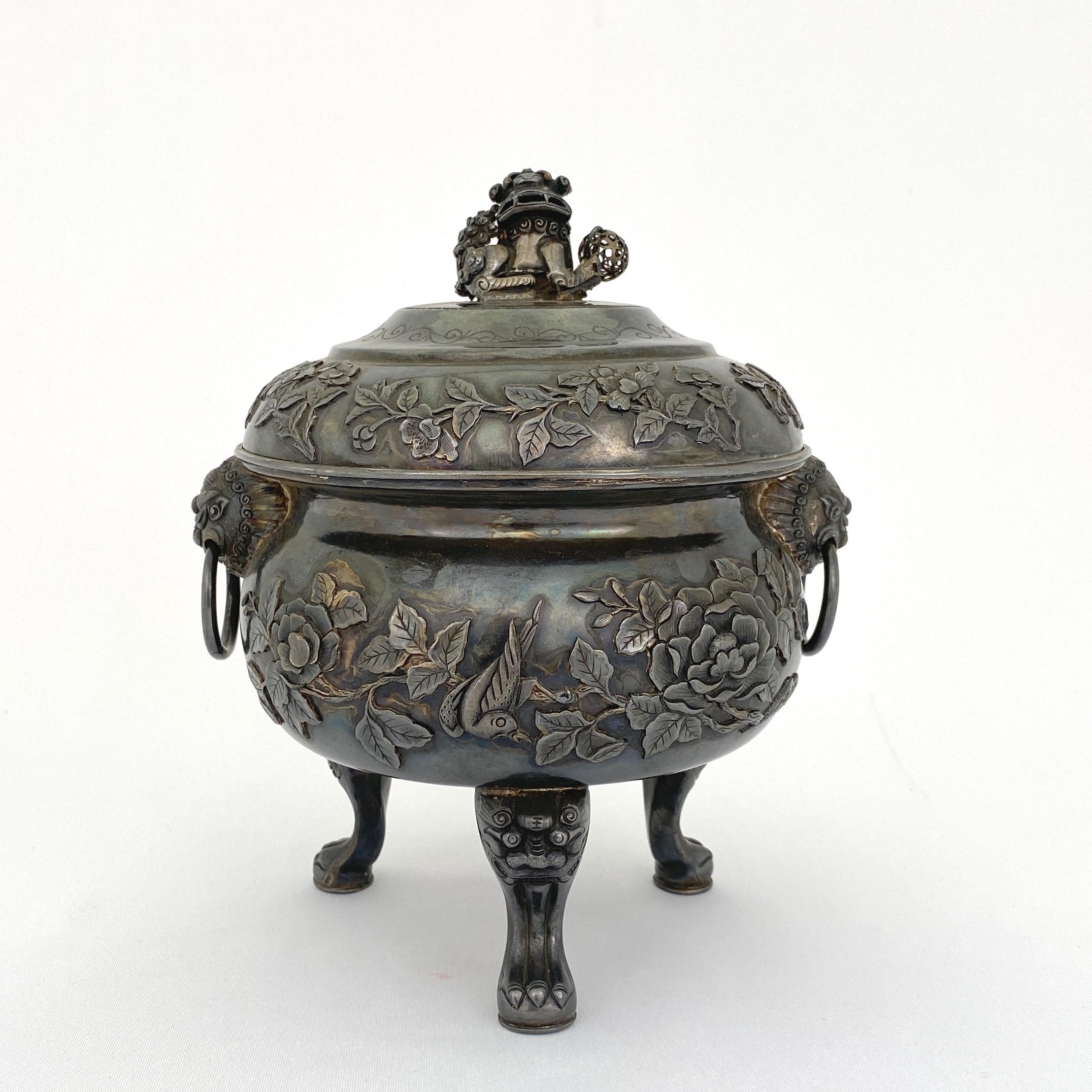 10005十九世紀 足銀製 花鳥紋 獅子鈕 三足蓋爐