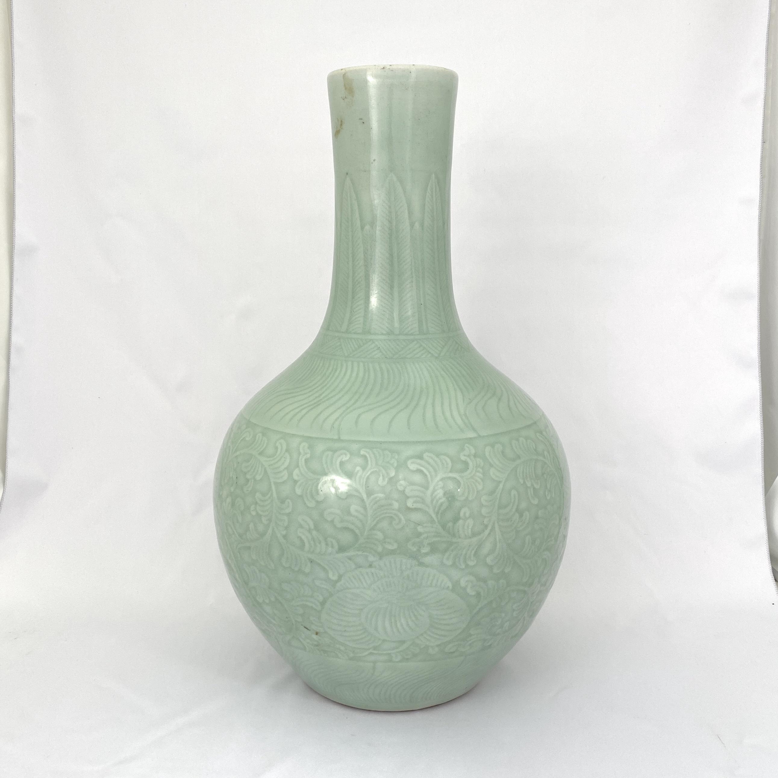 10007清 粉青釉浮雕 花紋 天球瓶