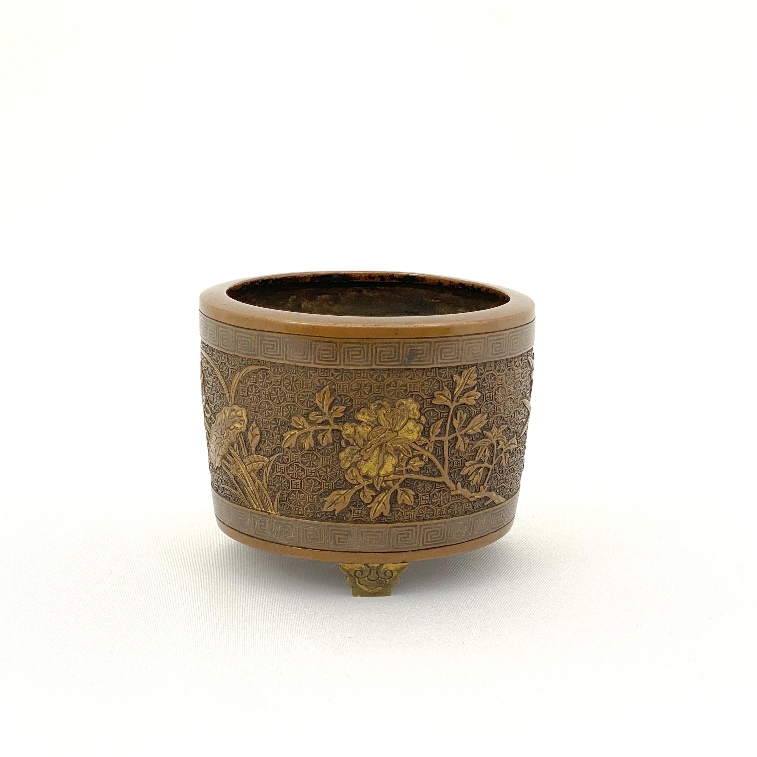20015明晩期「雲間胡文明製」款 銅鎏金鏨 刻花卉紋 爐