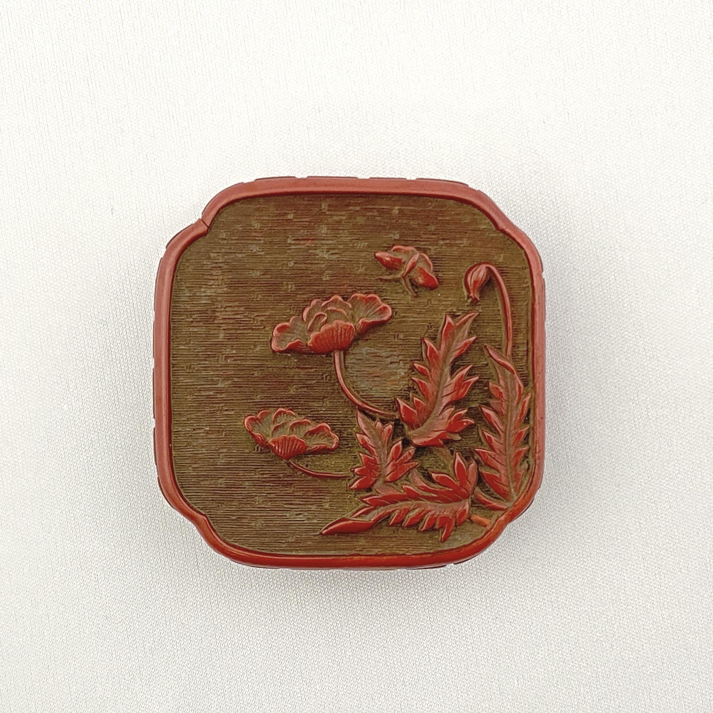 20039明 剔紅雕 花蝶紋 蓋盒