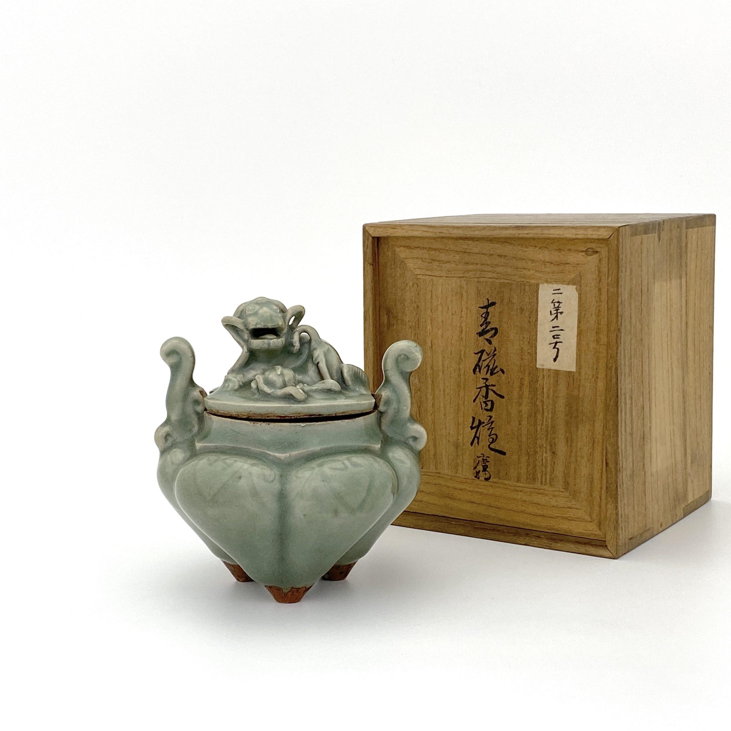30101明 龍泉窯 獅子鈕 三足爐