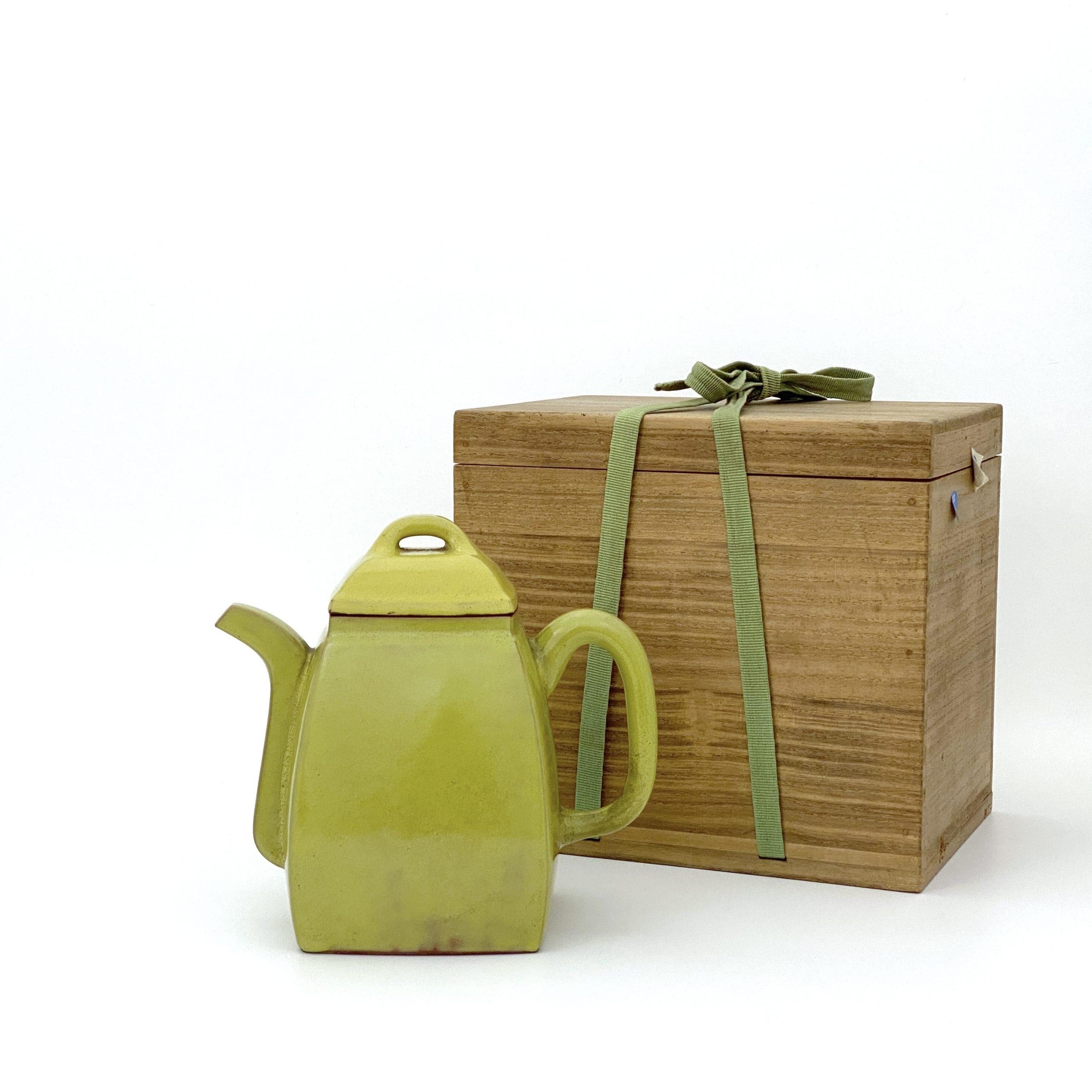 30011清 宜興黄釉 漢方壺