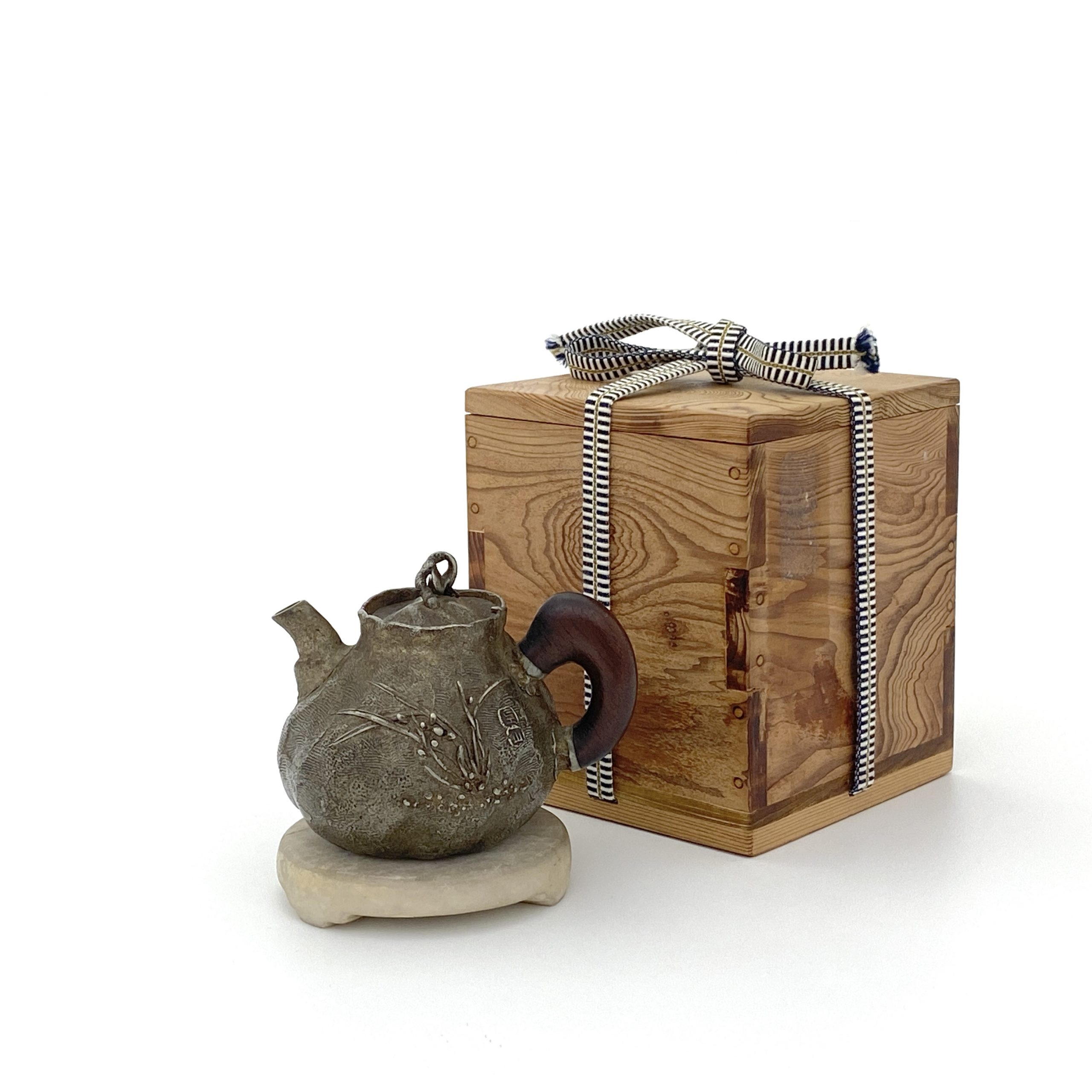 30126在銘 錫 花紋 茶壺