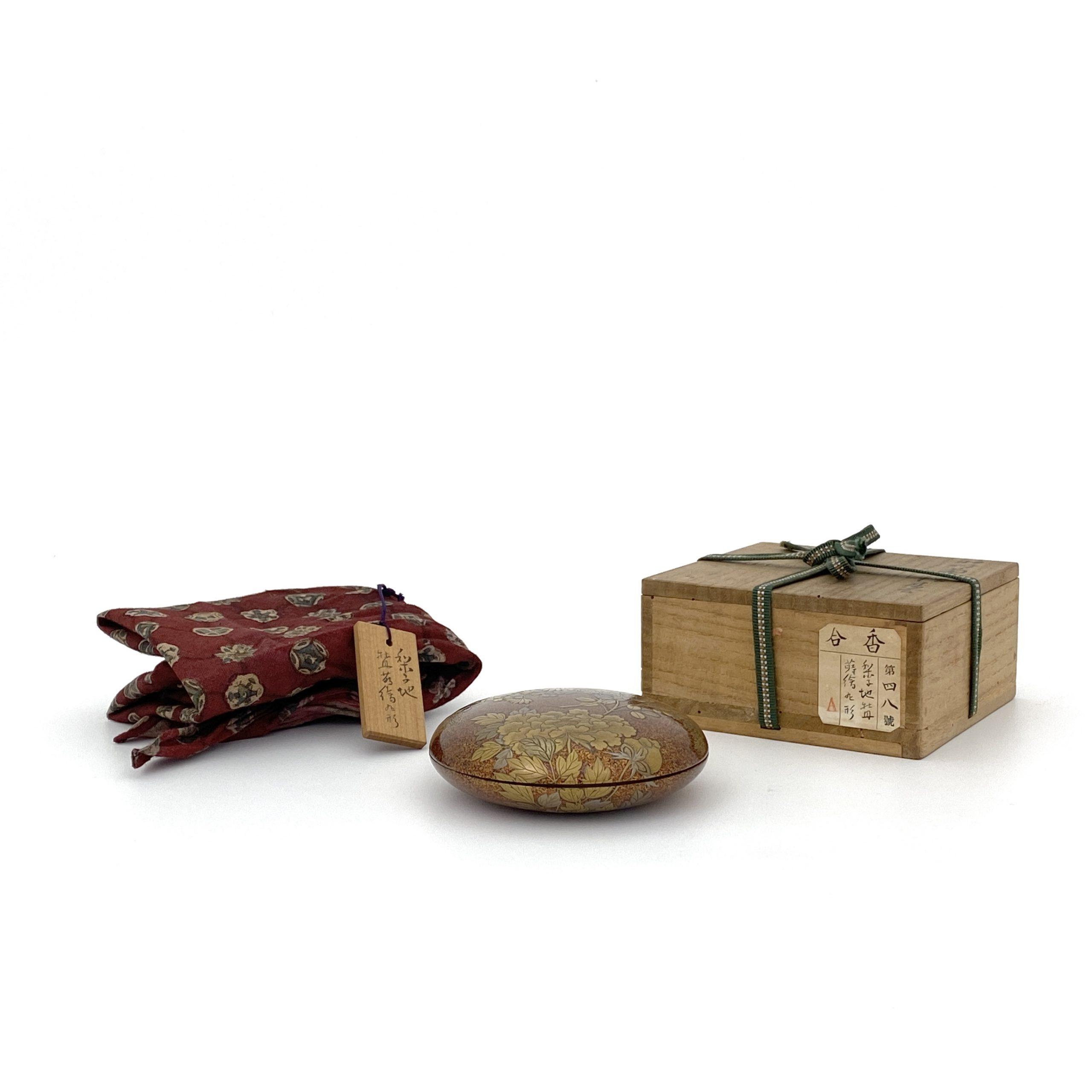 30205蒔絵 花紋 圓盒