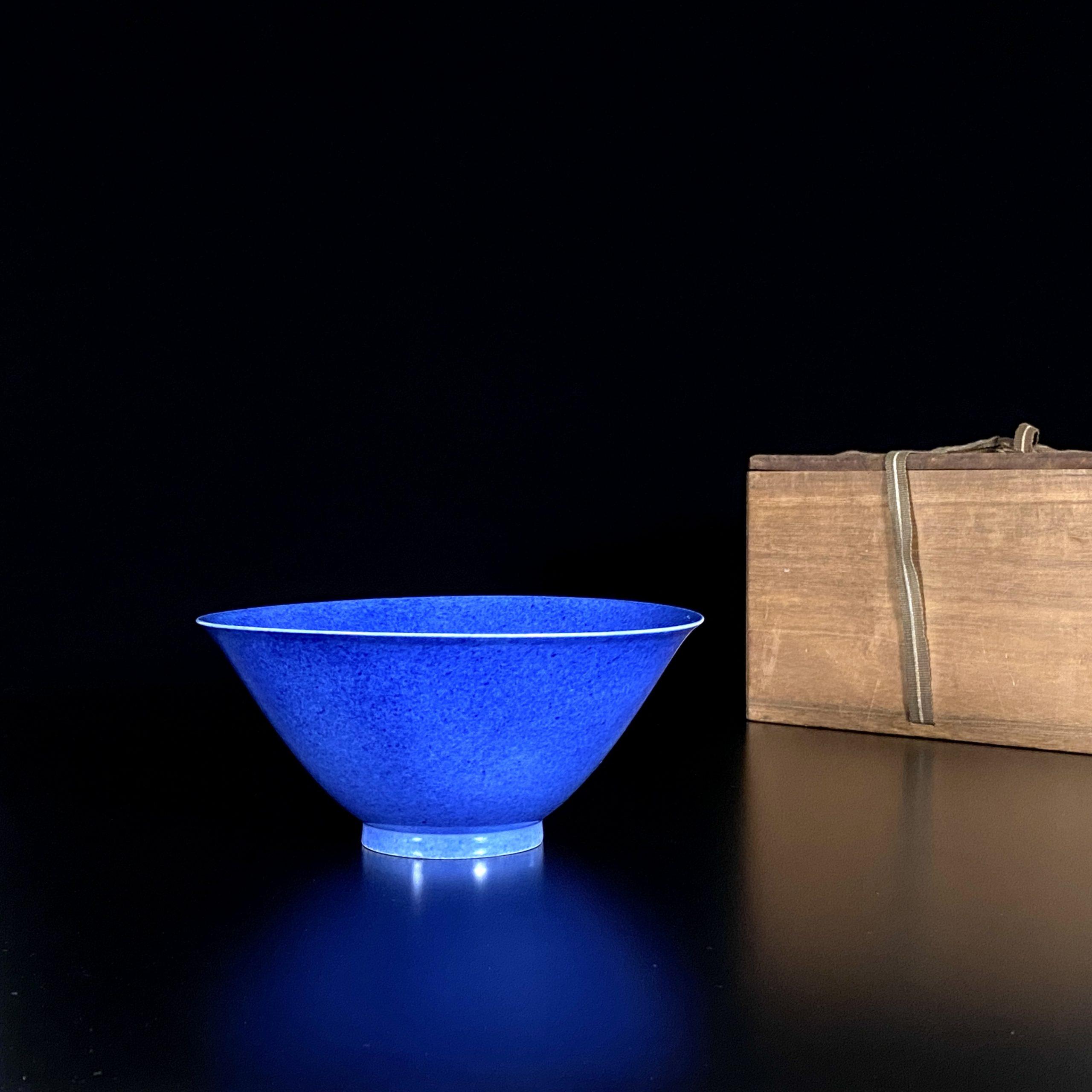 30041清「大清乾隆年製」款 天藍釉 碗