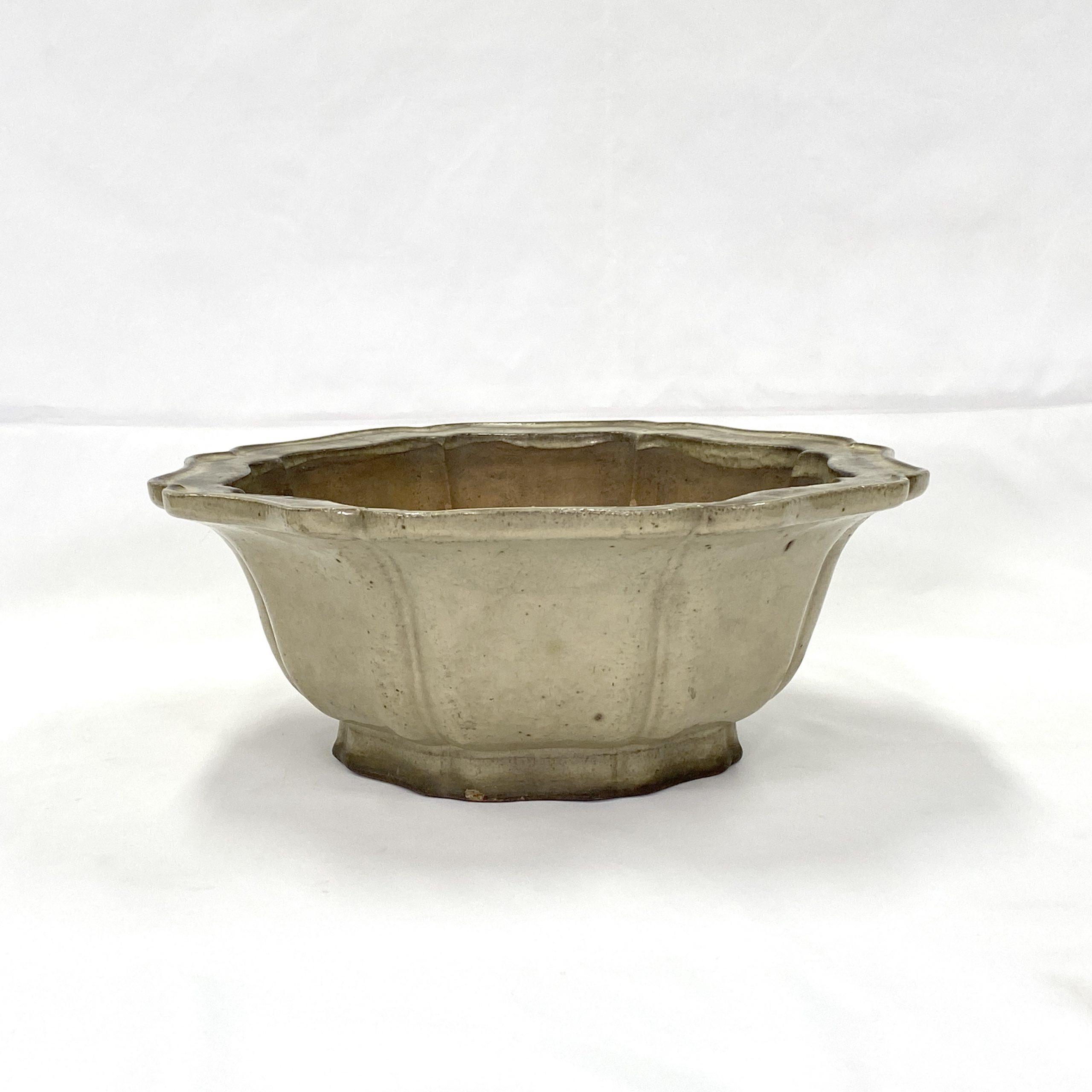 30472「萬豊順記」款 白釉 輪花蘭鉢