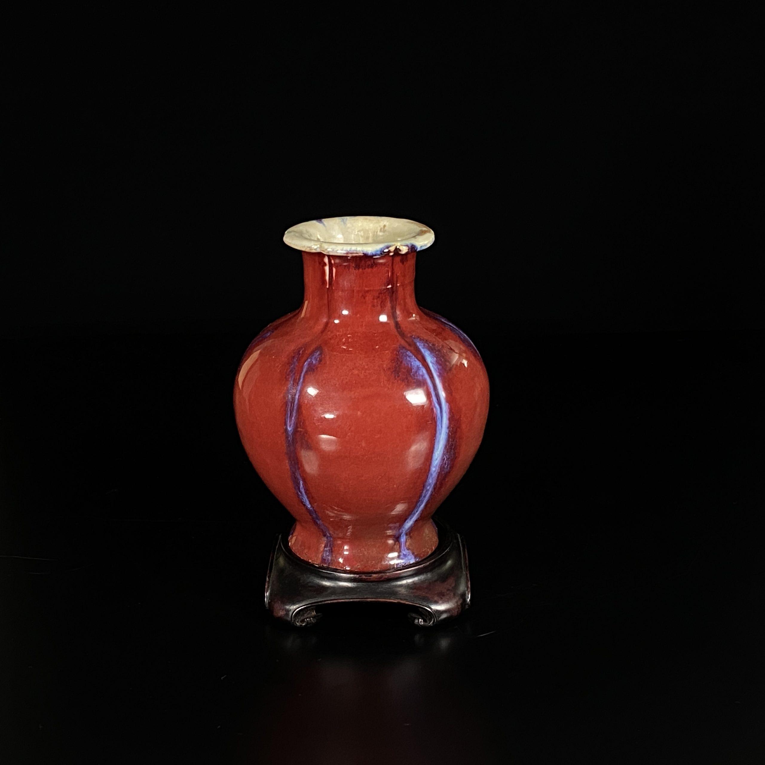 30493清「大清乾隆年製」款 窯変釉 百合口瓶