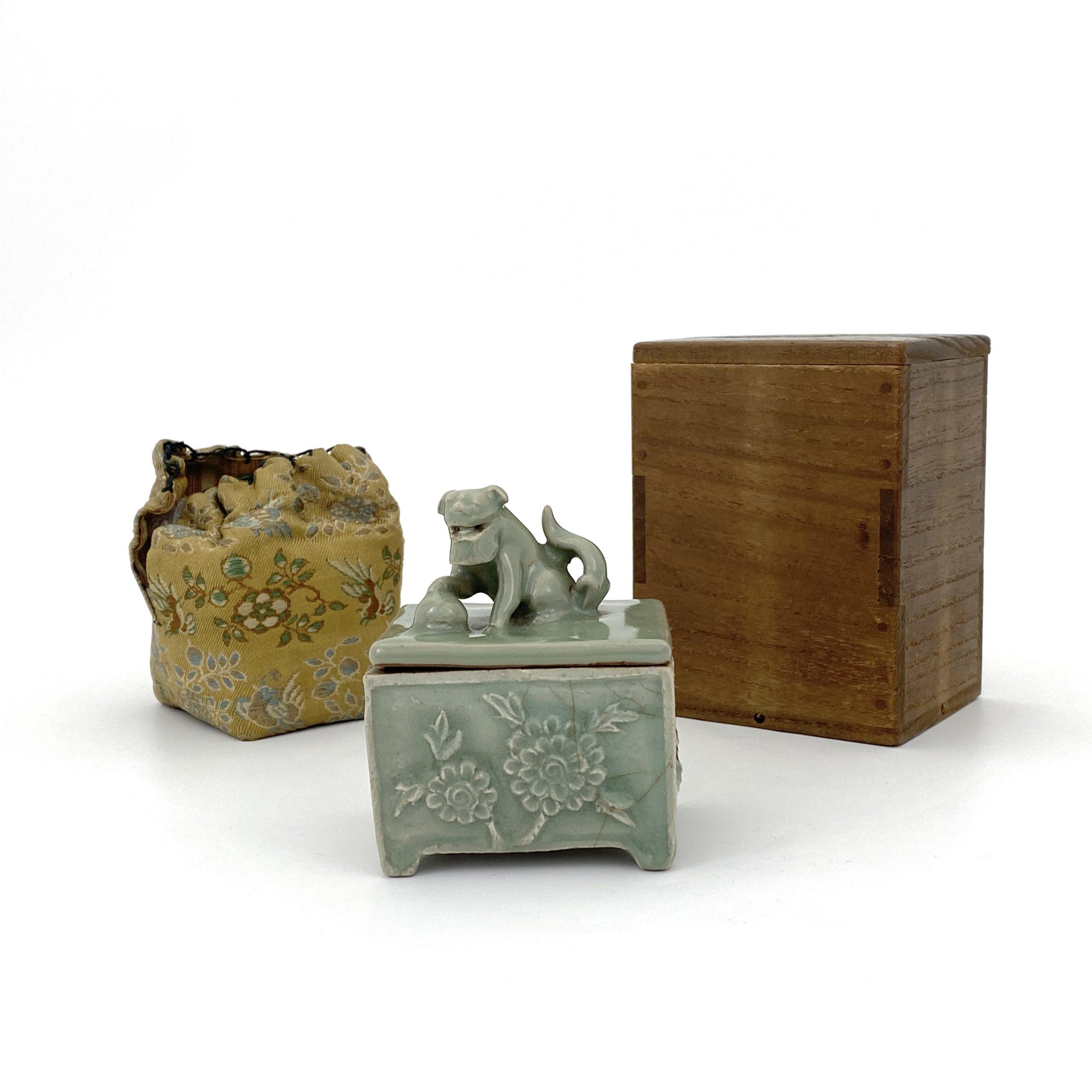 20047明 龍泉窯 獅鈕 花紋 蓋盒