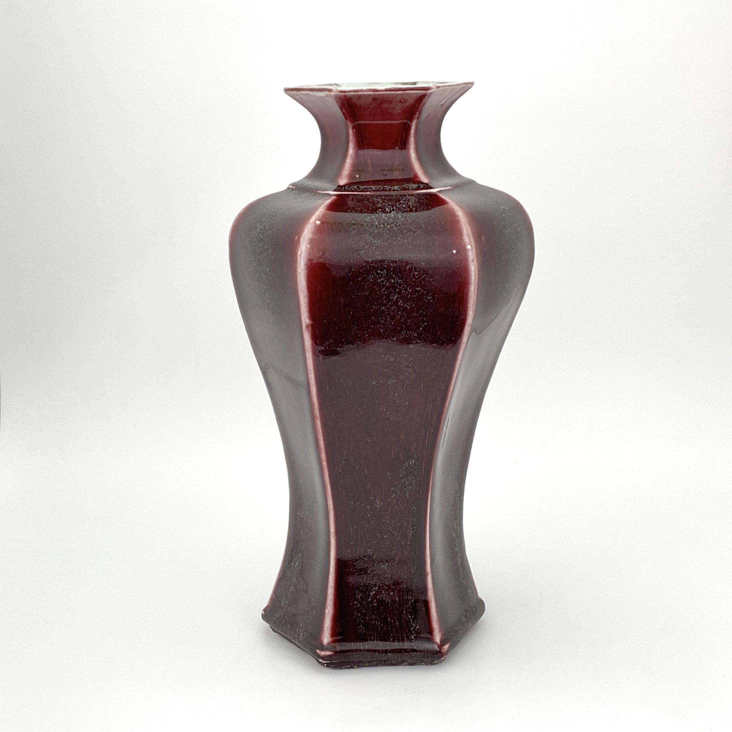 20054清 紅釉 六角瓶