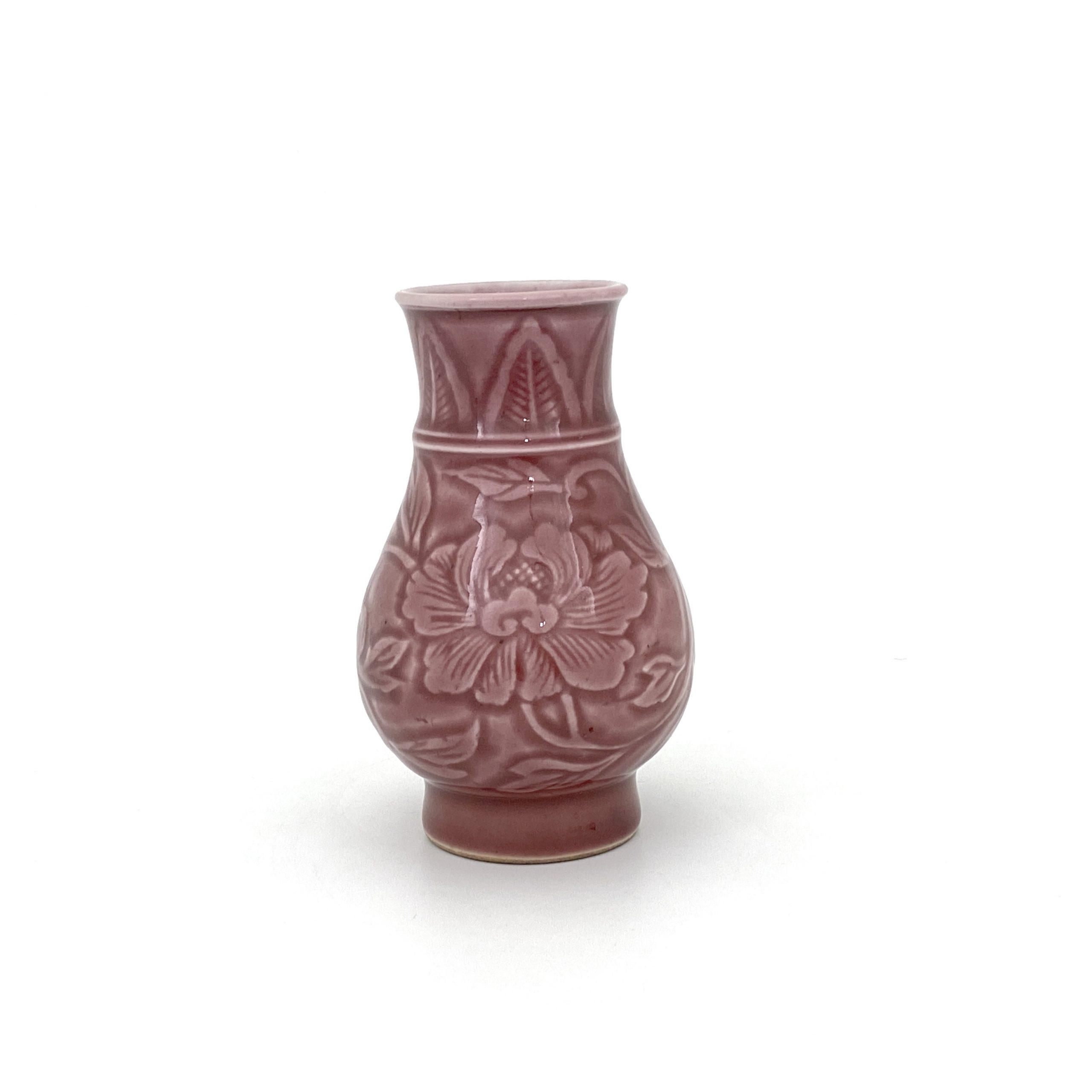 20059清 紅釉 刻花紋 瓶