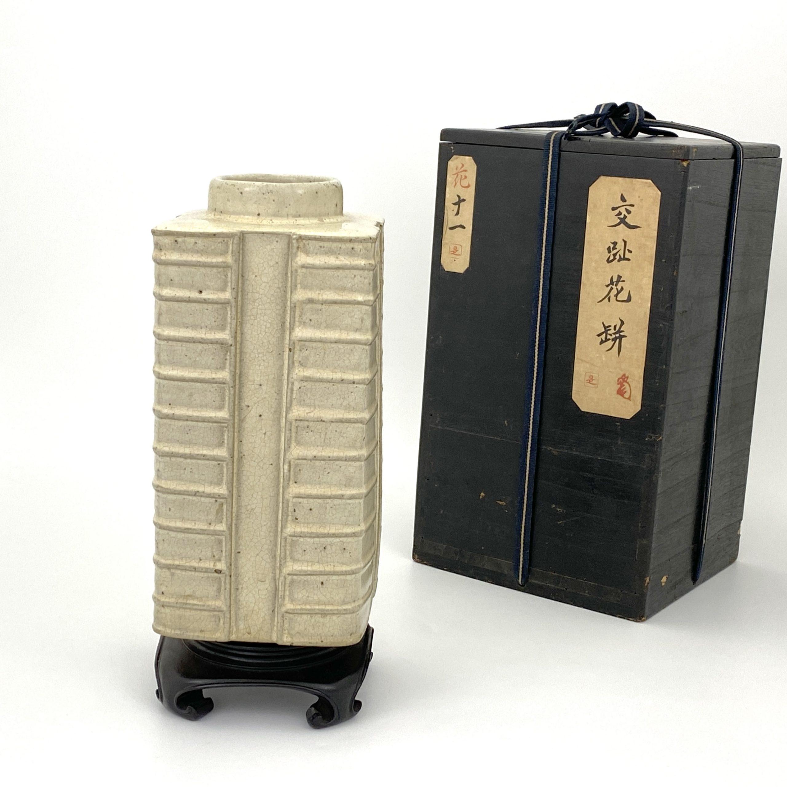 20071清中期 宜興白釉 八卦琮式 瓶