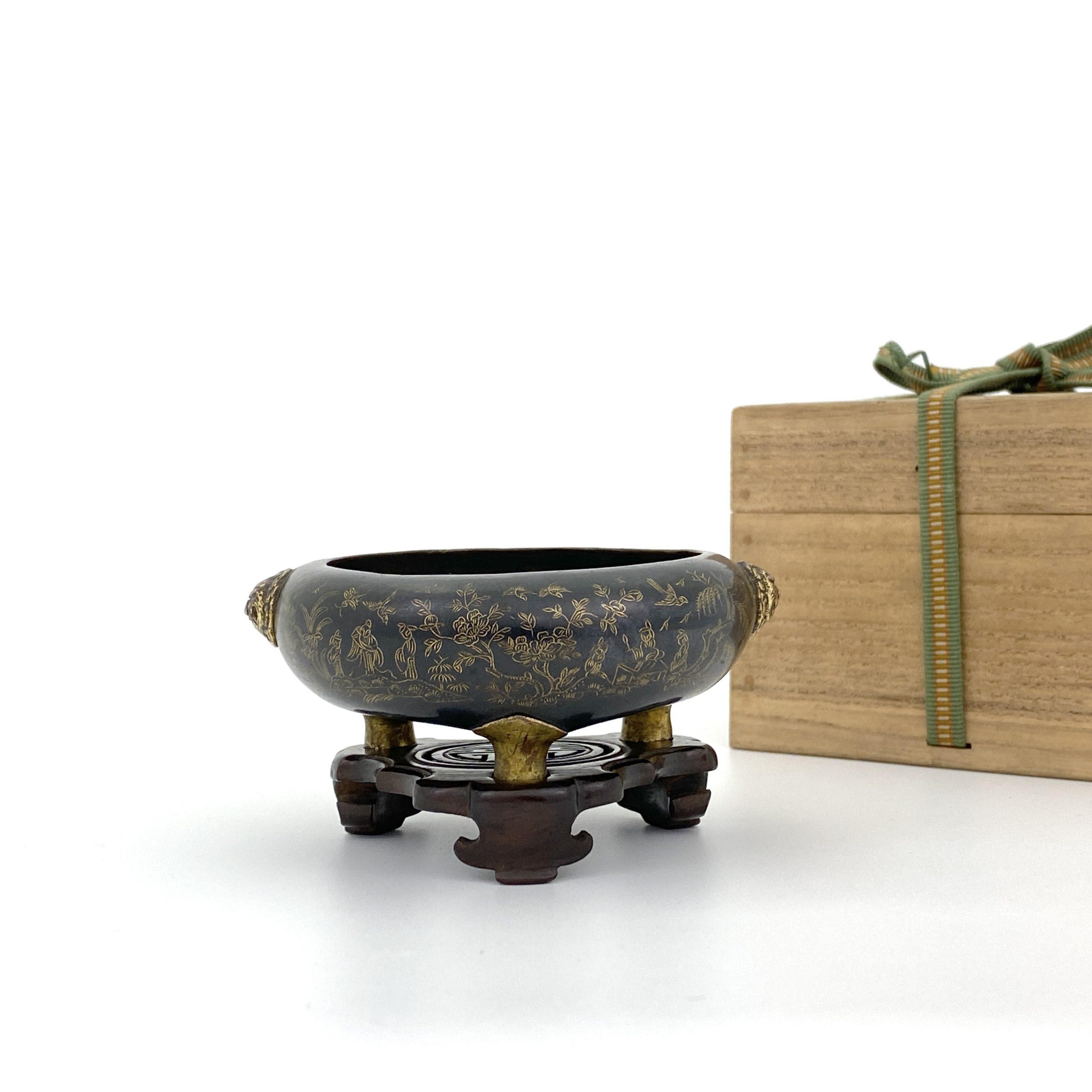 20008明晩期 銅局部鎏金 刻花鳥人物紋 獅子耳爐