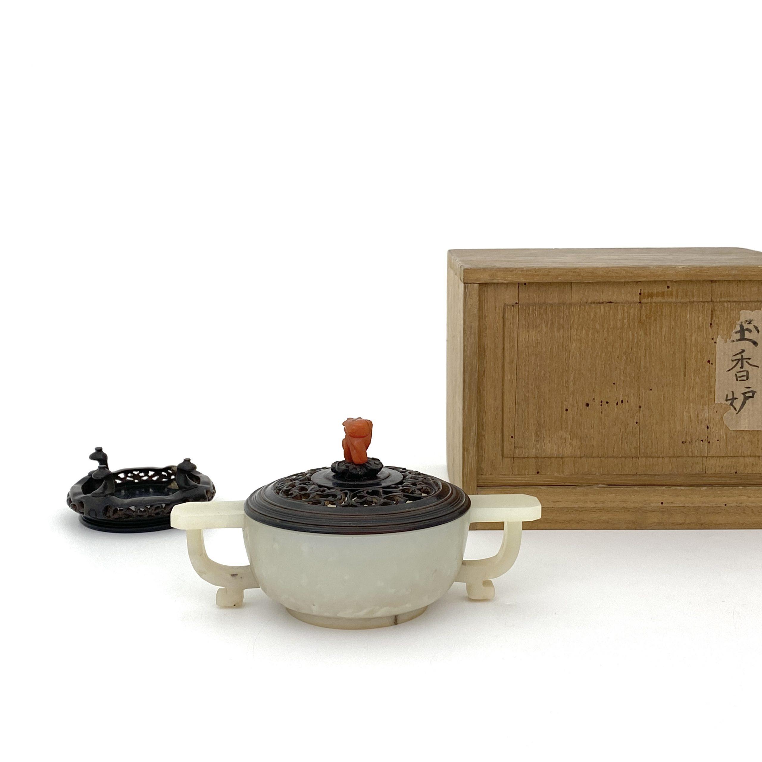 21216清「大清乾隆年製」款 白玉雕 雙耳爐