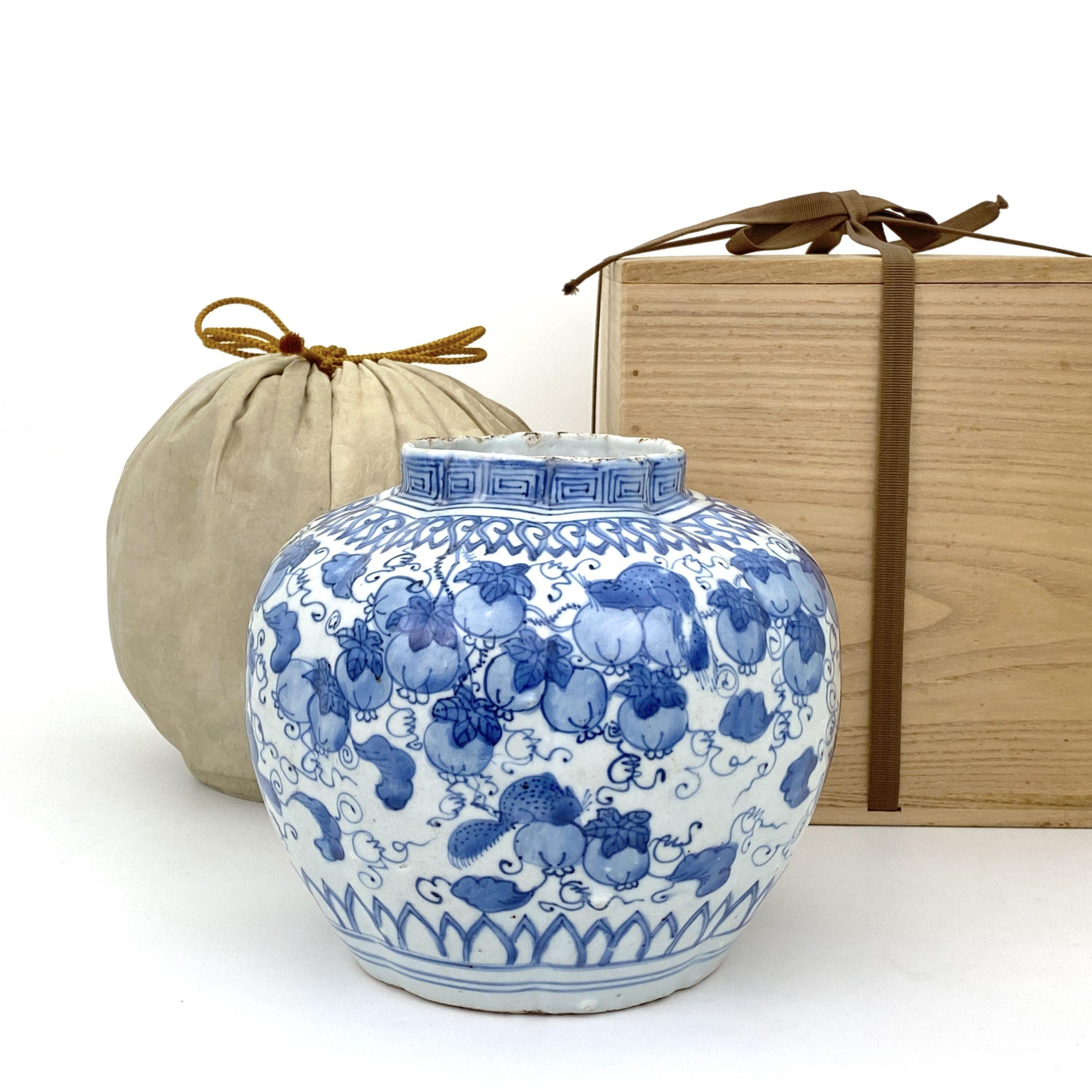 21240明末清初 青花 葡萄松鼠図 瓜形 壺