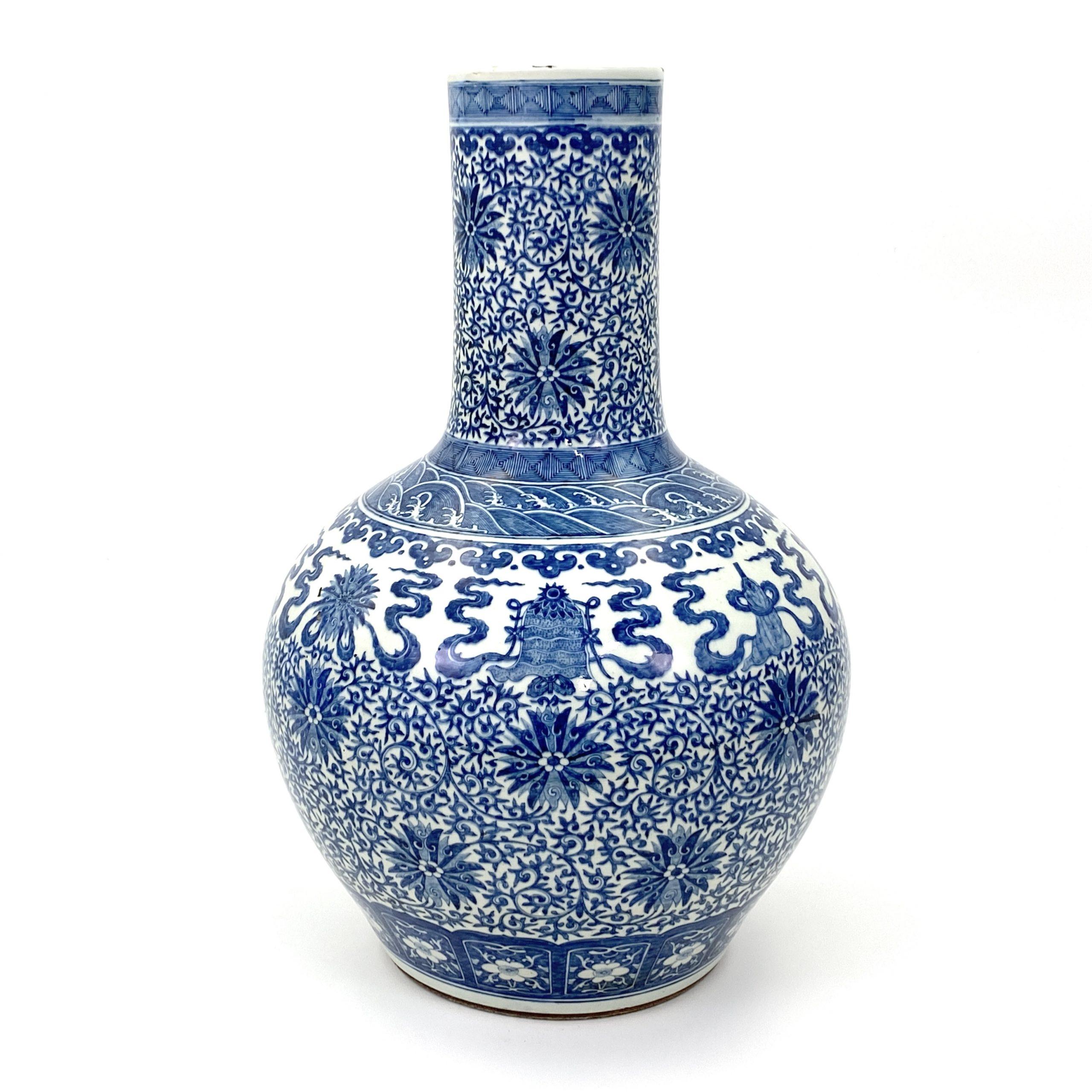 21046清 青花 蓮花八寶図 天球瓶