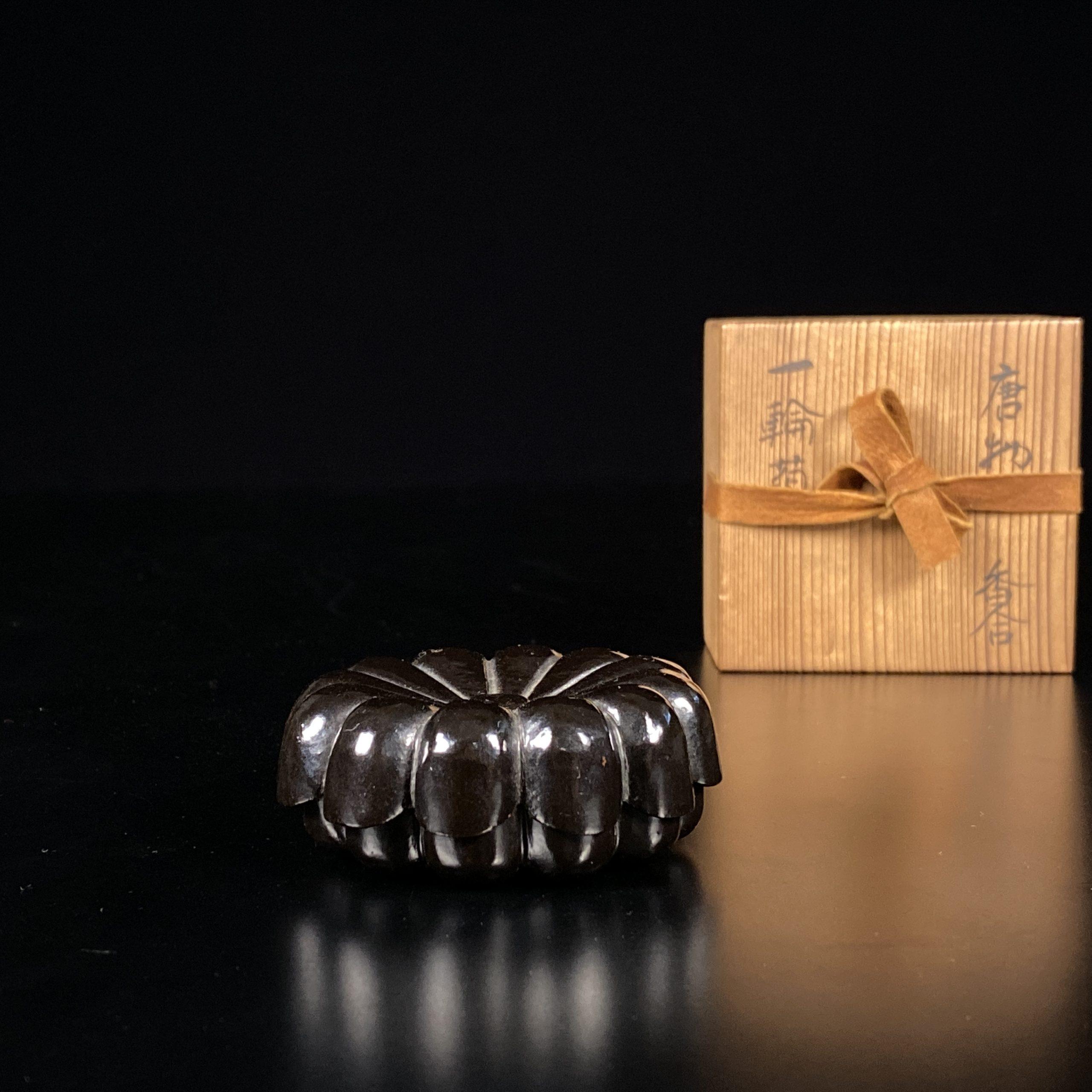 21475明 黒漆内朱 菊花形 蓋盒