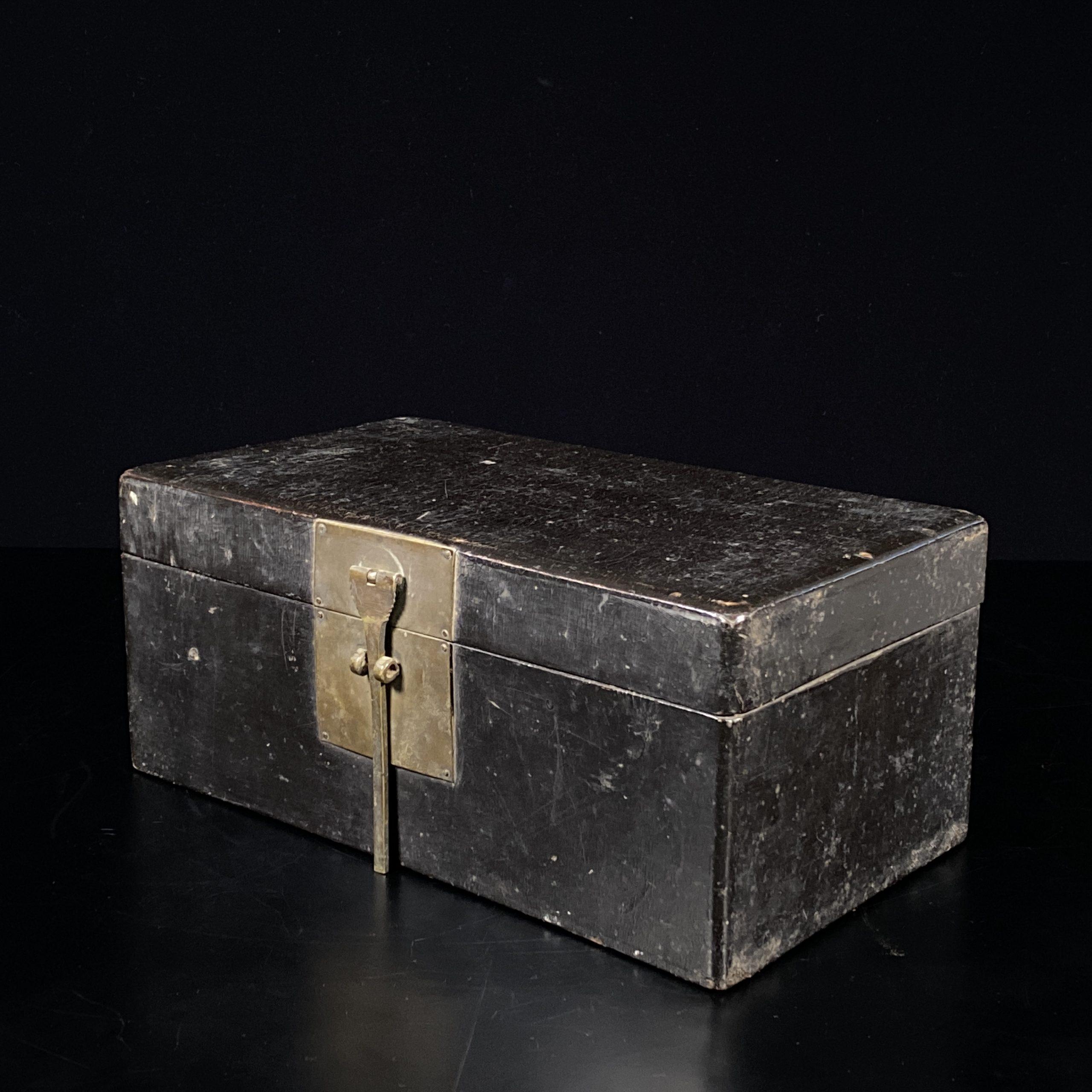 21476明 黒漆 寶箱
