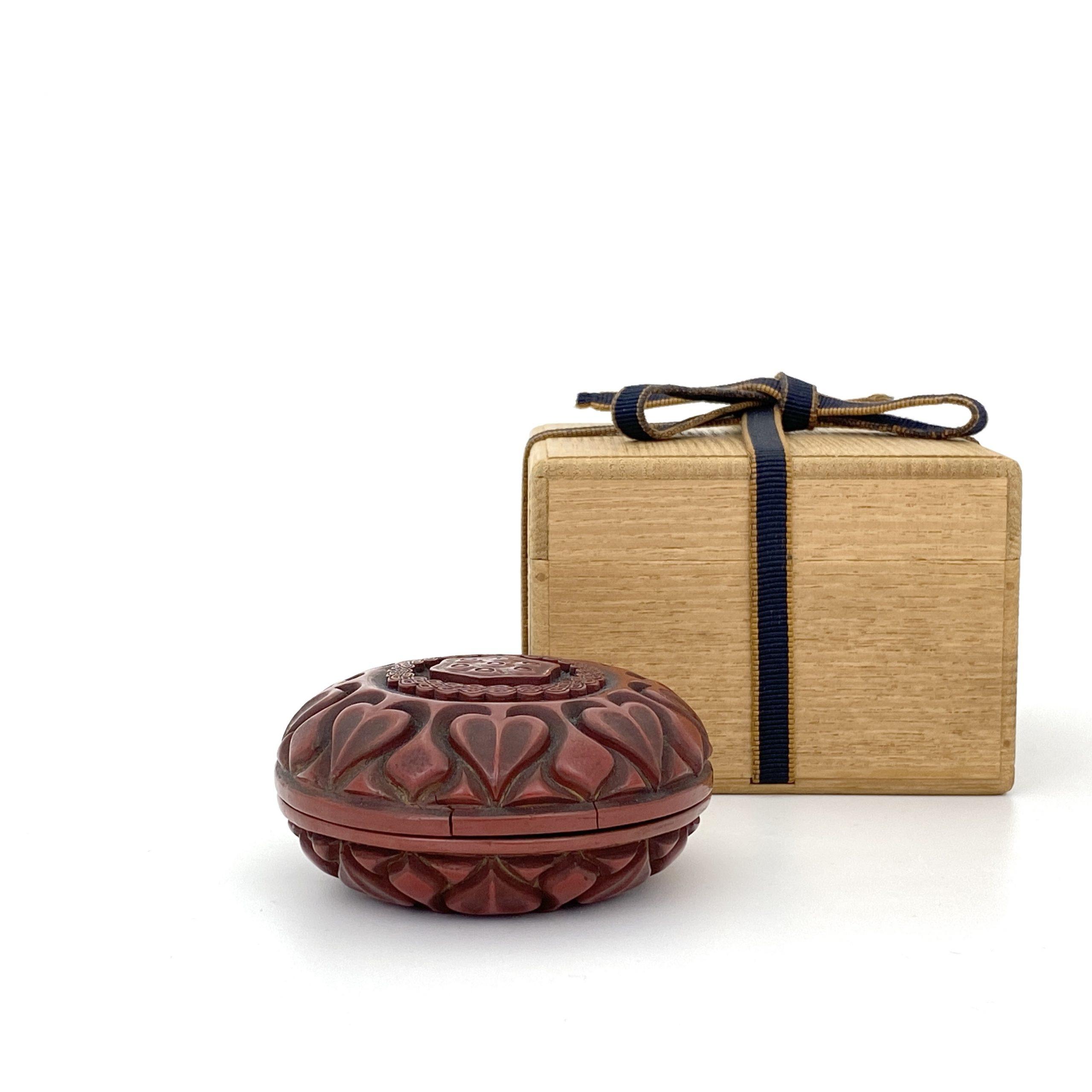 21652明十五世紀 剔紅雕 蓮紋 圓盒