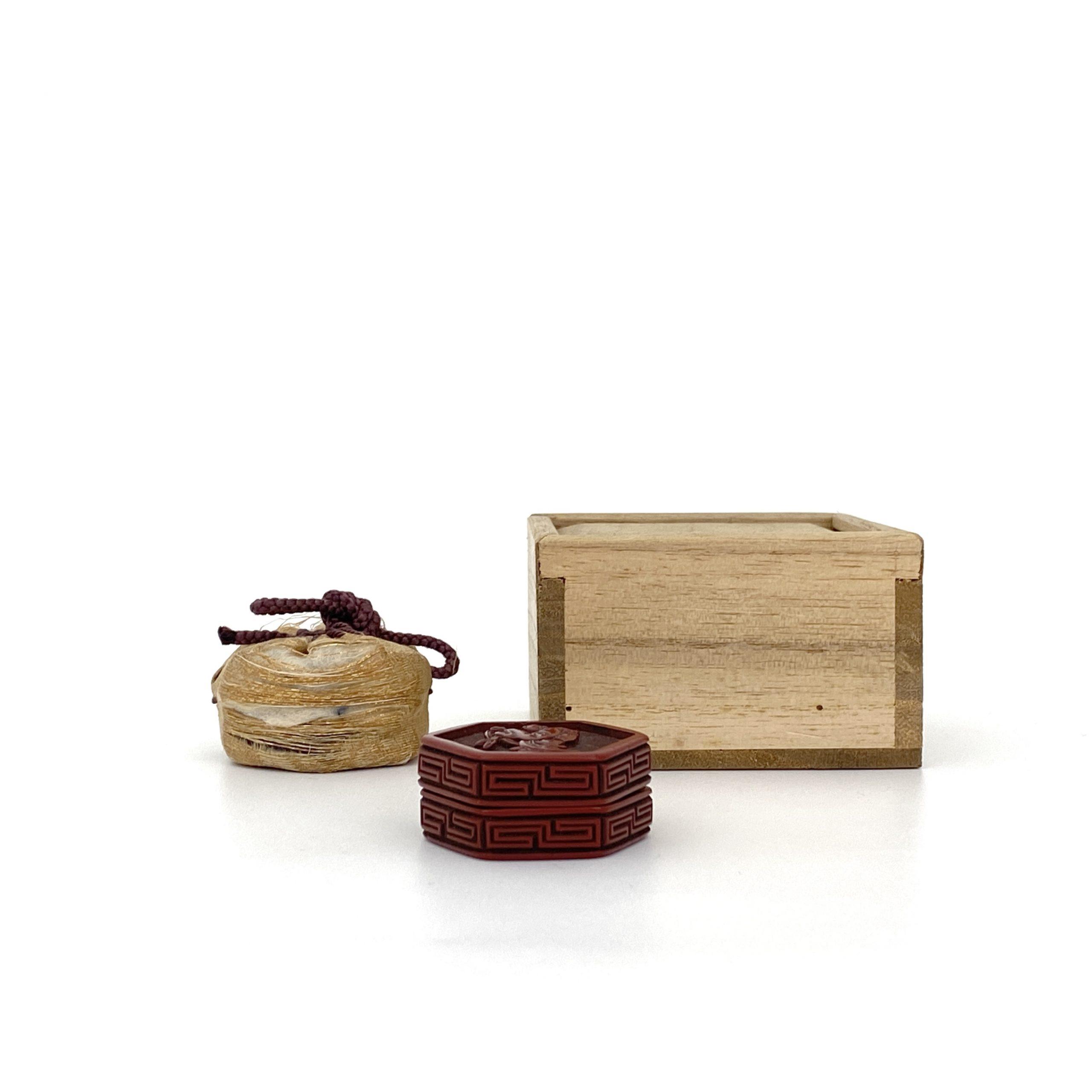 21656明 剔紅雕 人物紋 六角蓋盒
