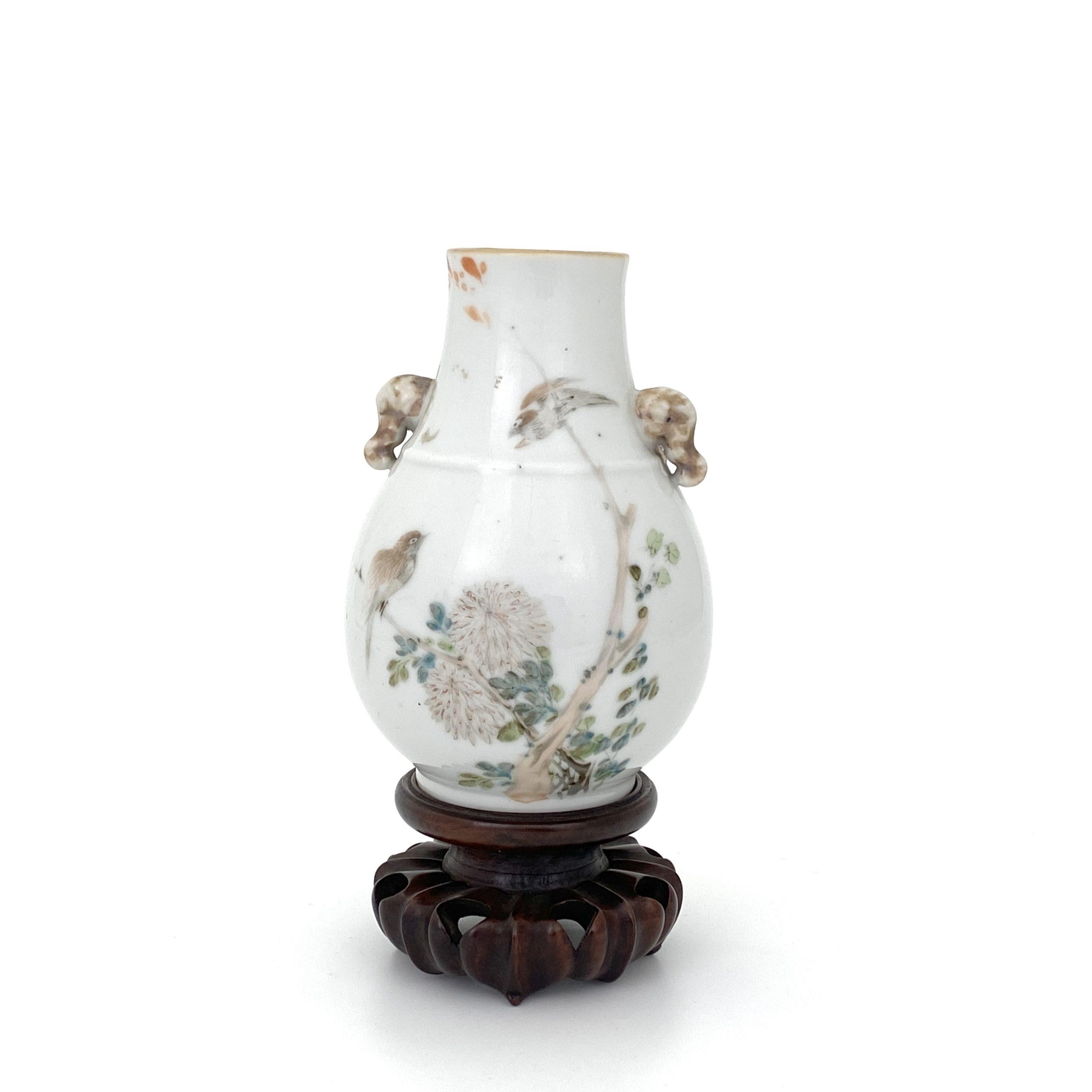 21663在銘「乾隆年製」款 粉彩 花鳥紋 象耳瓶