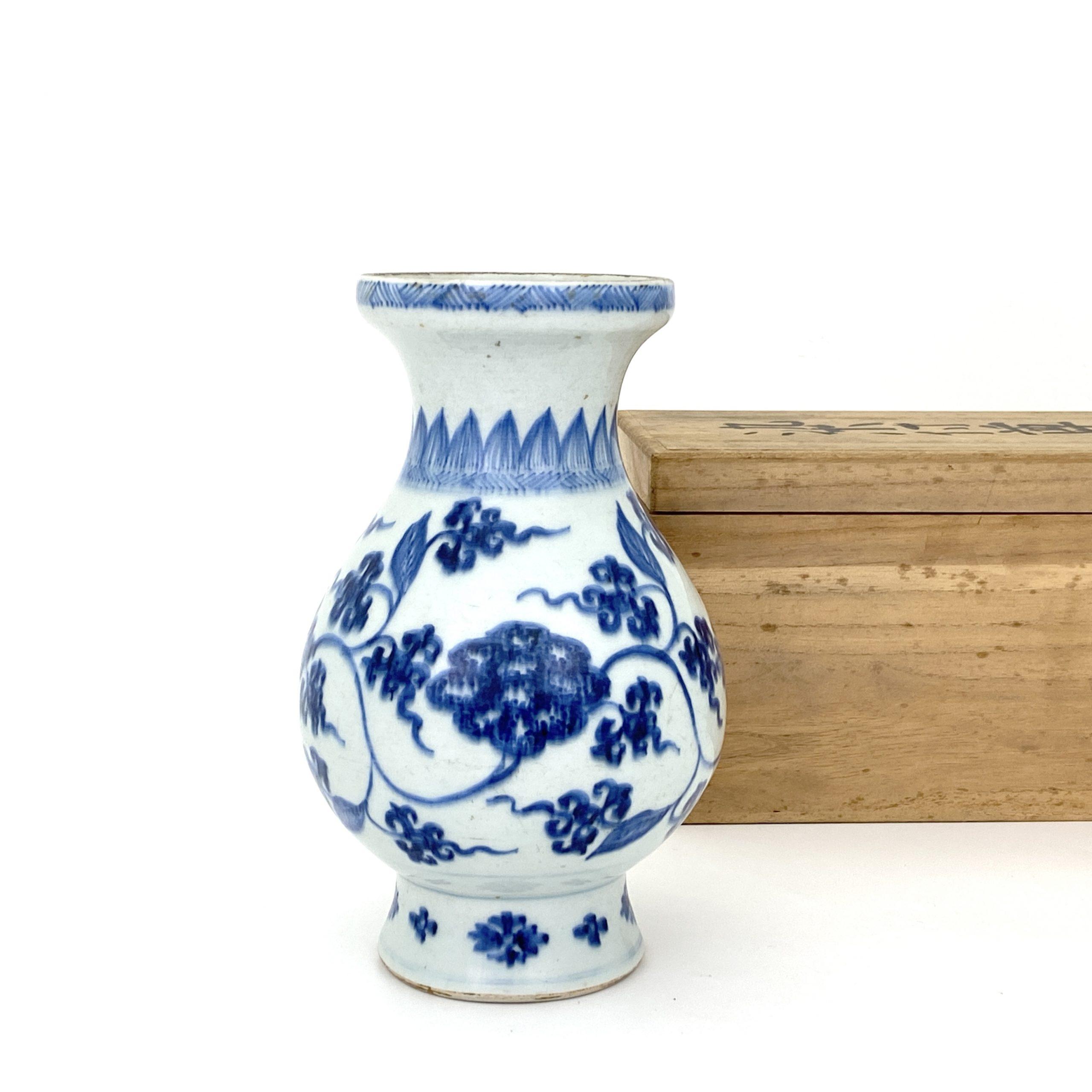 21669清初 青花 蓮花図 瓶