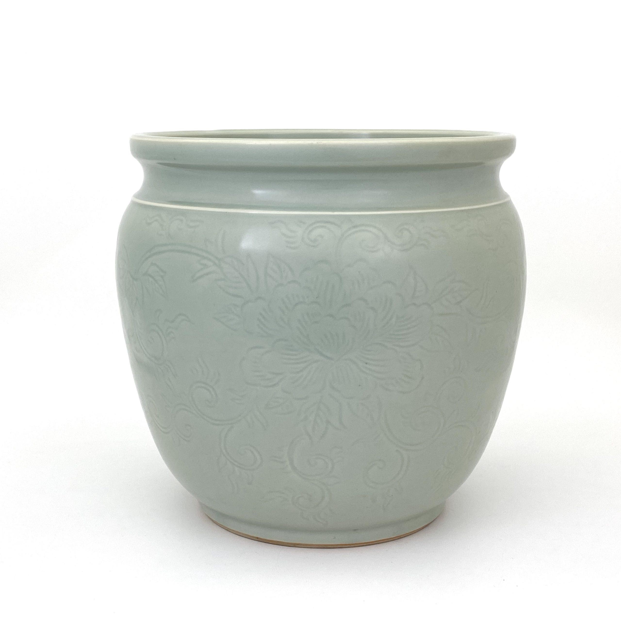 21083「大明成化年製」款 粉青釉 刻花紋 水缸